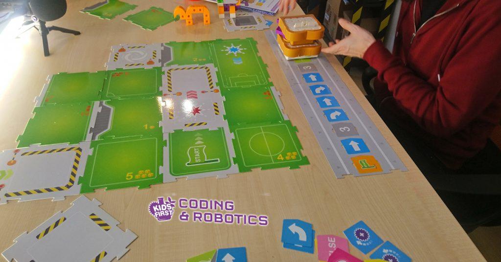 summer-camp-2021-kids-fist-coding